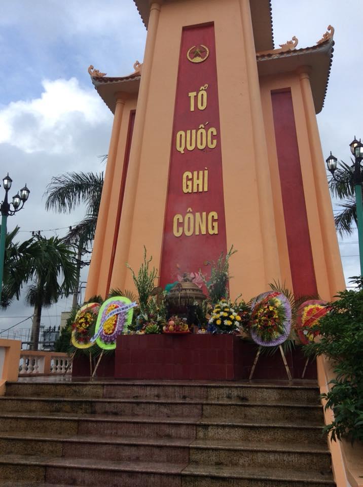Trường tiểu học Nam Hùng tổ chức dâng hương viếng nghĩa trang liệt sĩ nhân ngày 27/7