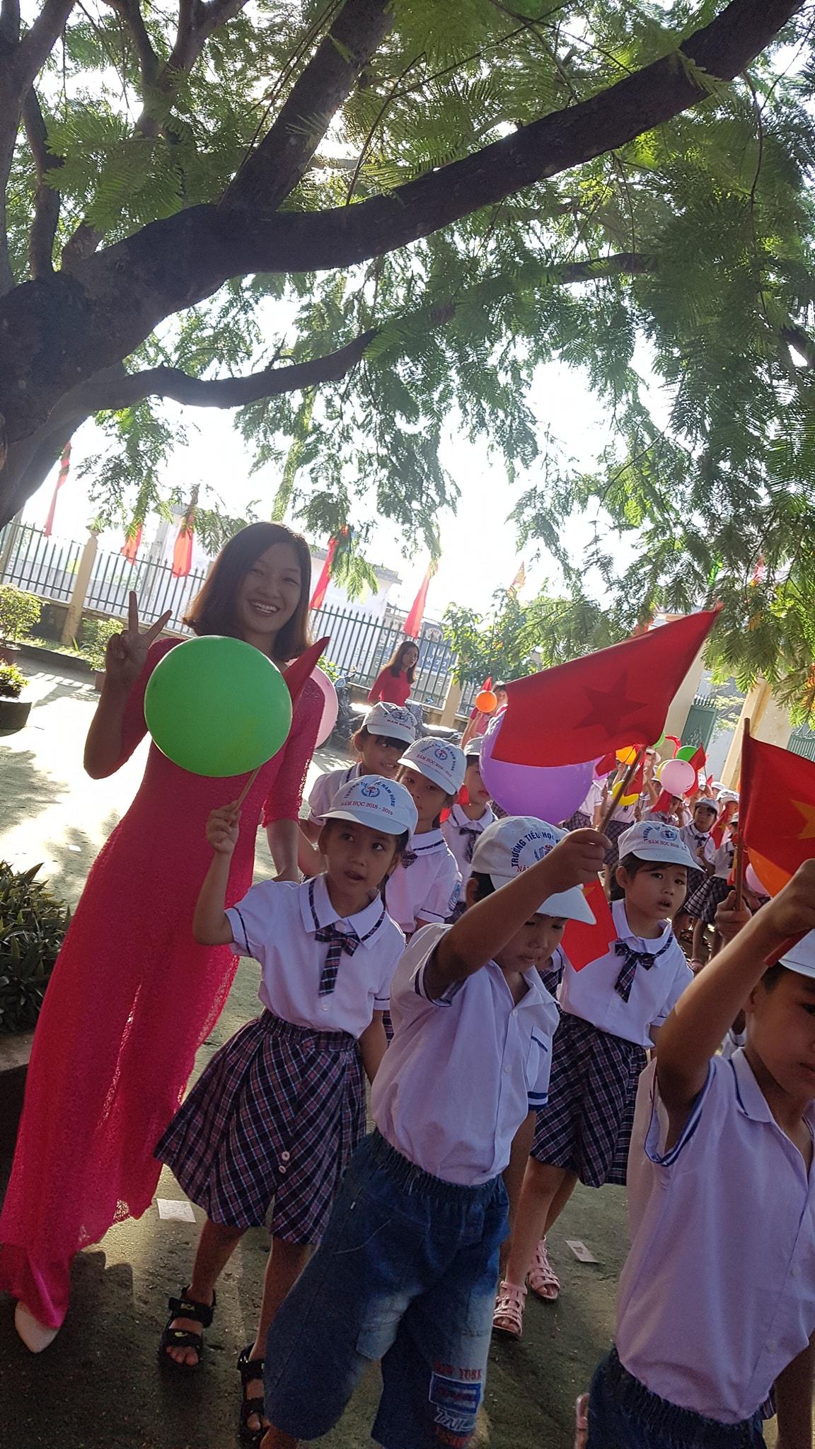 Trường tiểu học Nam Hùng hân hoan trong ngày khai giảng năm học mới