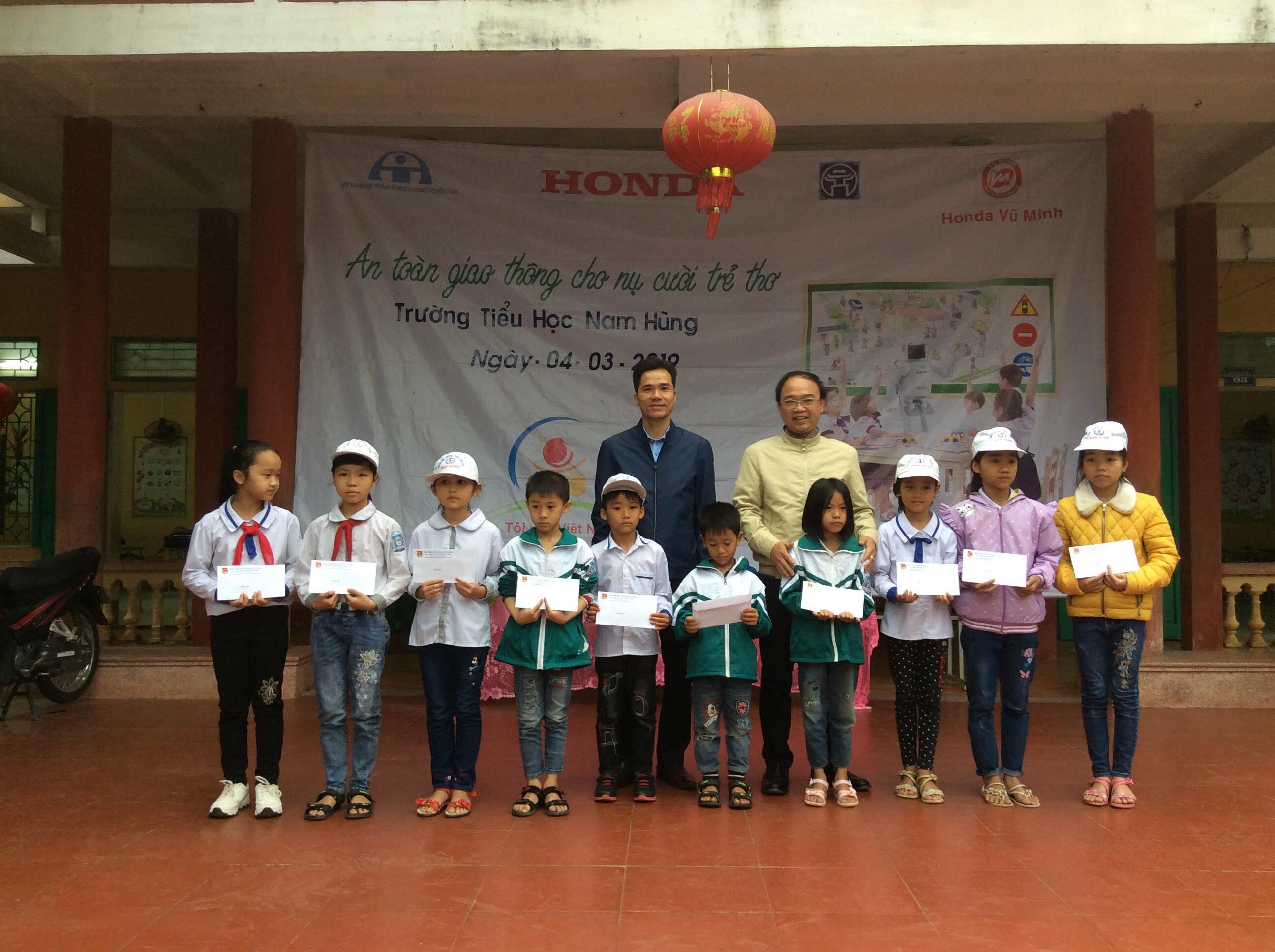 Trường tiểu học Nam Hùng tổ chức Giao lưu truyên truyền an toàn giao thông trường học